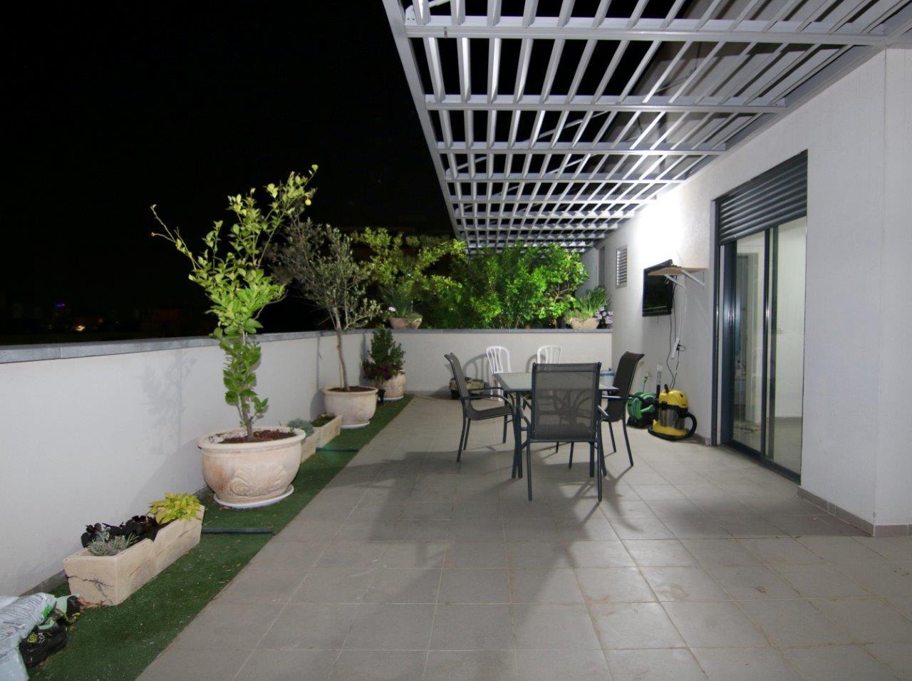 רק החוצה דירות למכירה ברמת גן בתים למכירה בגבעתיים - יוקרה אסטייט תיווך OE-94