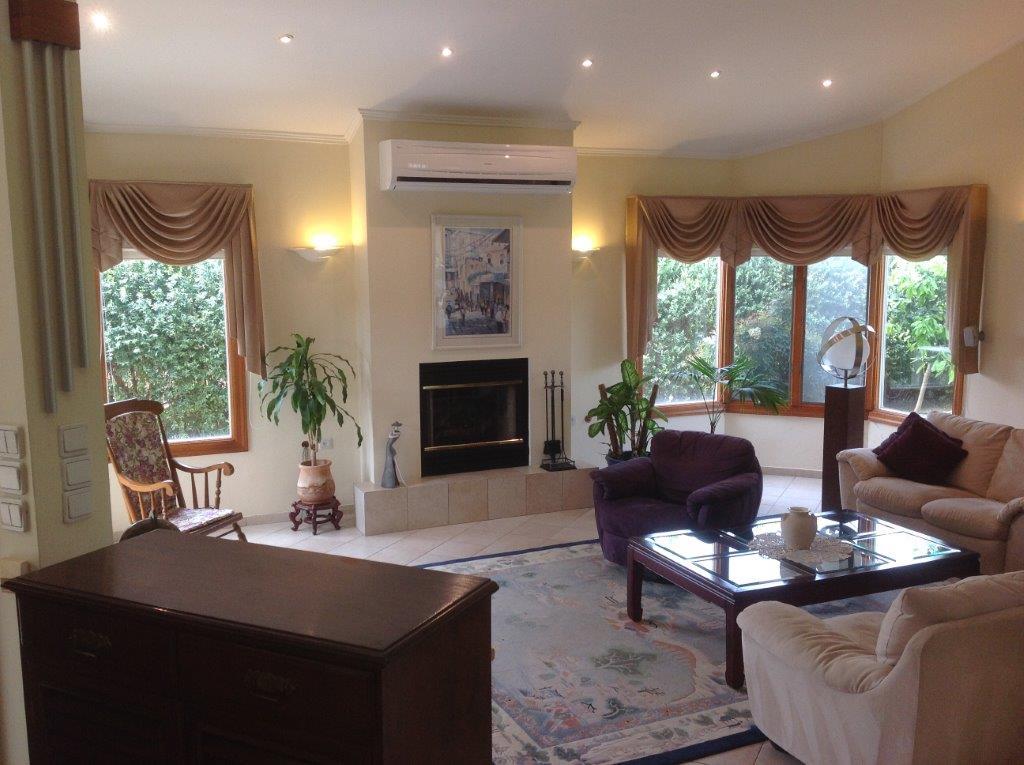 Rooms: Spacious & Luxury Villa
